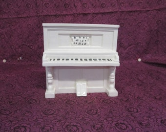 Decorative ceramic 2 part painted Player Piano make-up storage no markings used fair condition