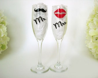 Wedding Toasting Flutes - Personalized Mr and Mrs Toasting Flutes - Champagne Glasses - Bride and Groom Glasses - Wedding Gift For Couple