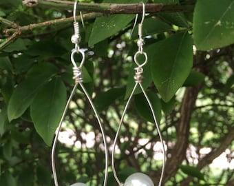 Pearl drop wire earrings
