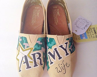 army wife shoes - military wife - paratrooper - hand painted shoes - army gift - army wife gift - army present - custom shoes, military gift