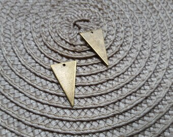 The sequin 22X23MM raw brass thin triangle pendant