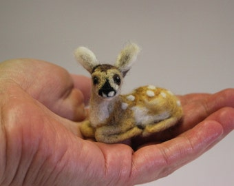 Needle felted baby deer, fawn figurine, felted animal, Miniature soft sculpture, Woodland, wildlife sculpture, Christmas, ready to ship