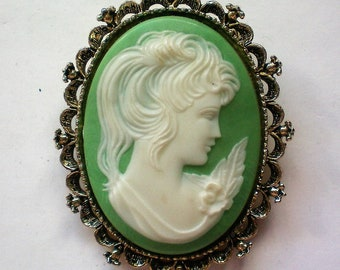 Gerry's Celluloid Cameo Brooch / Pendant - 5887