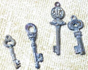 Weiße Vintage Schlüssel-Anhänger, Tünche Schlüsselanhänger Set, Tünche Schlüsselanhänger, Schlüsselanhänger, Satz von 4 verschiedenen Schlüsseln