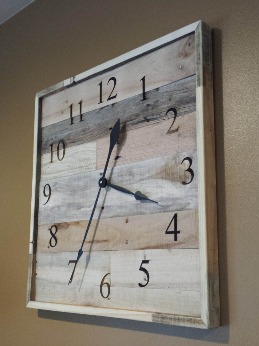 Palette bois horloge grande horloge murale bois de for Grande pendule en bois