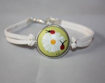 "Bracelet ""Laurette suedine"" Daisy and Ladybug lime green background"
