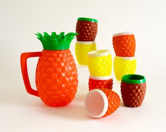Vintage 1960s Pitcher Set, Minerware Plastic Pineapple Lidded Pitcher and 14 Cups LIKE-NEW, Retro Tiki Luau Barbeque Patio Party