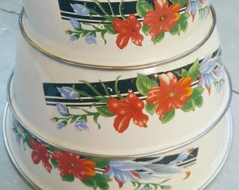 3 Vintage enamel bowls, French enamel bowls, French kitchen, enamel bowls, vintage bowls, vintage tin dishes, french brocante, retro dishes