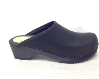 Black oiled classic low heel clog