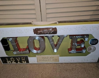 Lighted LOVE Marquee Sign (Red)