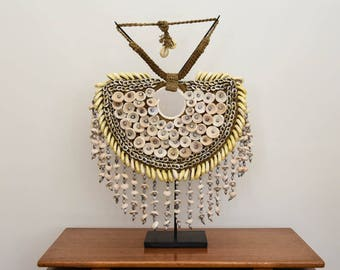 White ethnic shell necklace