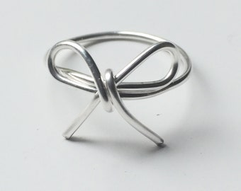 """Dainty """"Forget-me-Not"""" Bow Silver Wire Ring"""