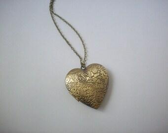 Heart locket necklace,Photo locket,Keepsake jewelry,Vintage Style Picture locket,Minimalist,Unique gift for her,Women's jewelry