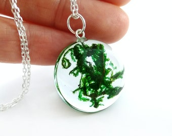 Real moss necklace Botanical necklace Green necklace Resin jewelry for women Nature lover gift Forest jewelry with plants Terrarium necklace