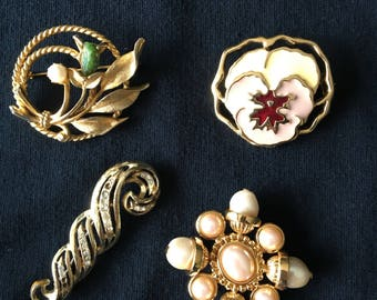 Vintage Brooches / Pins  (4)