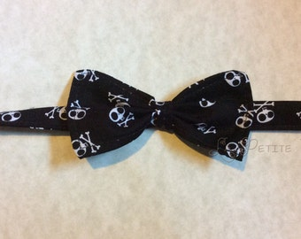 Crossbones  bowtie, boys bowtie, boys tie, boys necktie, toddler tie, skull tie, toddler necktie, baby tie, infant tie, infant necktie