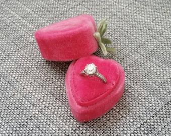 Berry in Love - Handmade - Vintage & Kitsch - Hot Pink Velvet Single Ring Box - Engagement or Wedding Ring Holder
