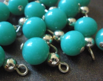 VINTAGE (12) JAPANESE GREEN GLASS DROP BEADS WITH GOLD BEADS
