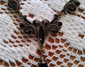 Goth style necklace and earrings set
