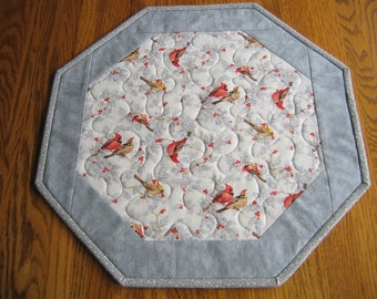 "quilted Octagon Mat in a Cardinals with Glitter on Grey Pattern - 16"" diameter"
