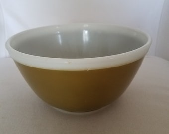 Vintage Pyrex bowl