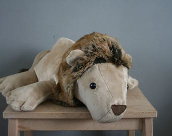 Linus Lion, floppy cute lion plush, 16 inch, with weighed feet, made to order