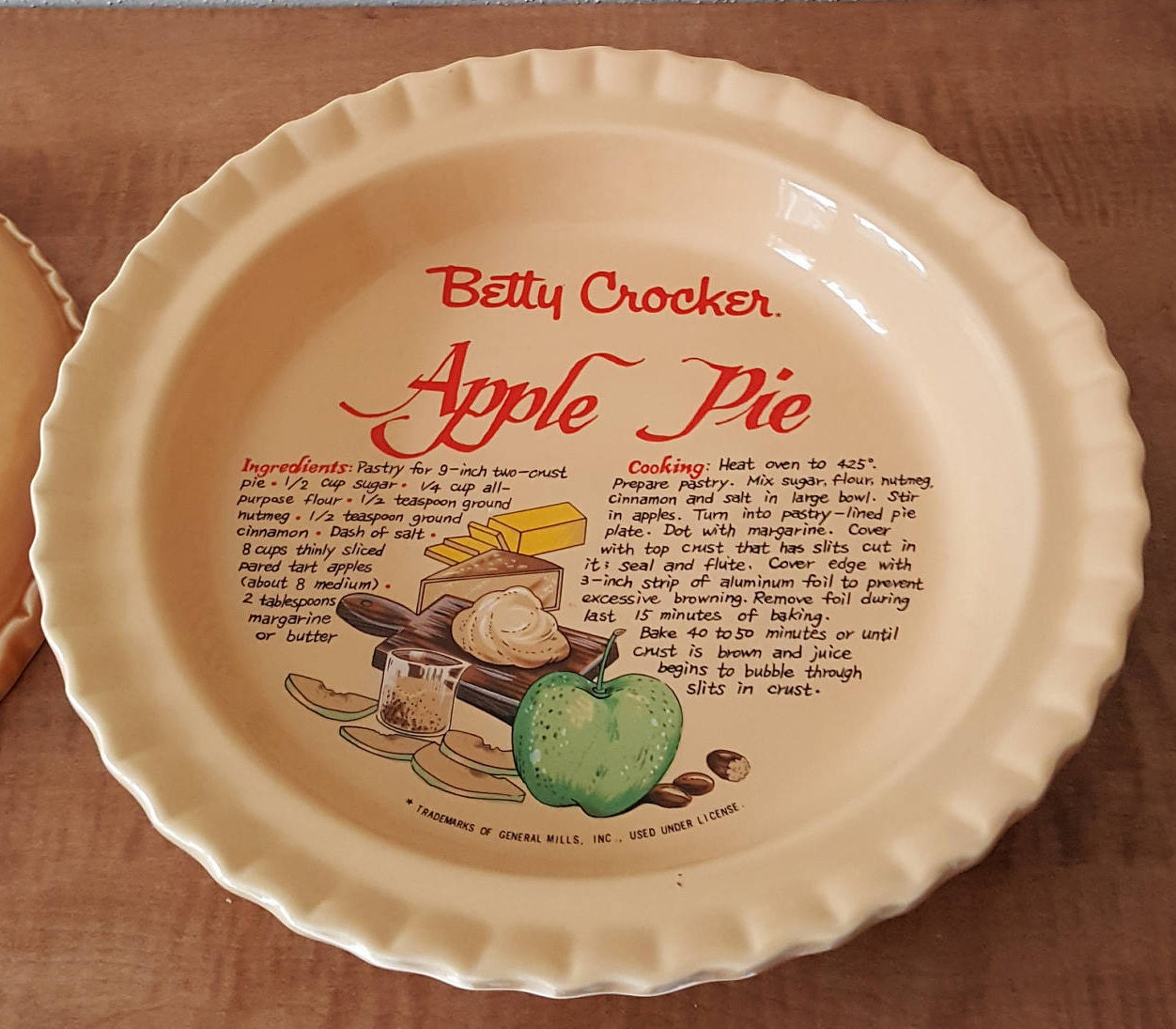 Sold by ParkwoodTreasures & Covered Apple Pie Plate with Lid Betty Crocker Ceramic Green Apple ...