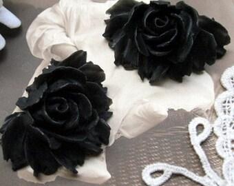 Pack of 2 black resin flowers
