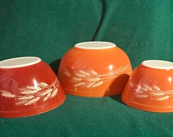 3 piece set of vintage Pyrex in the Autumn Harvest Wheat pattern.