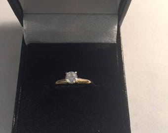 14kt yellow gold .20ct diamond solitaire ring (B7-10)