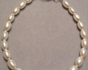 Ecru Oval Pearl Glass Beaded Bracelet
