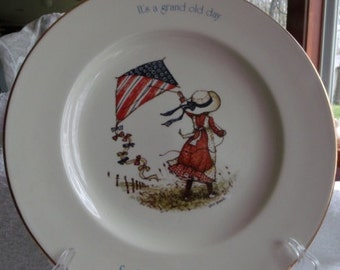 Sale....................    VINTAGE HOLLY HOBBIE Freedom Series 1776-1976  Dish .Old store stock. Perfect condition.