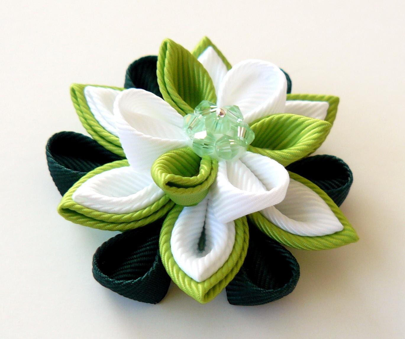 boutonni re de mariage fait la main broche de fleur blanc. Black Bedroom Furniture Sets. Home Design Ideas