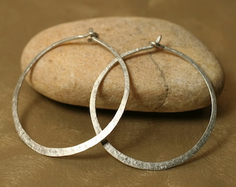 Handmade hammered silver tone infinite circular hoop 30mm, one pair (item ID ST5-2G18)