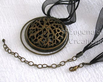 Openwork Pendant, Voronoi-style jewelry, dark green, statement necklace, round pendant, one of a kind