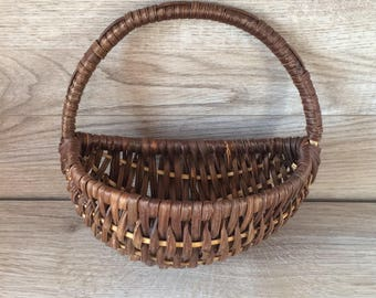 Vintage Wicker Basket / Wall Basket with Handle / Storage, Mail Sorter, Organizer/ French Country / Farmhouse Decor