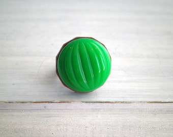Vintage Kelly Green Glass Dome Ring - Lucky Green Retro Cabochon & Coin Cocktail / Statement Ring - Opaque Green Minimal / Mod Jewelry Gift