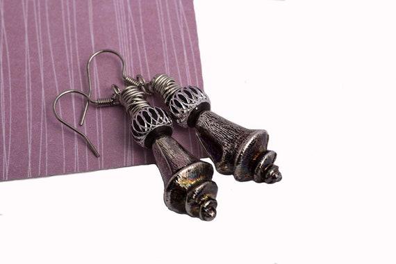 Long dangle sea shell style earrings with aluminum bead