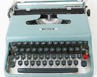 Vtg 1962 Underwood Olivetti Lettera 22 Manual Portable Typewriter