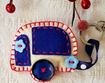 100% hand made Caravan Keyring, made with acrylic Felt, ribbon and buttons.