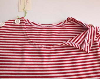Sailor T shirt with long sleeves, button placket on the 2 shoulders, deep red and natural white striped organic cotton jersey. Size 6 years. 2 years