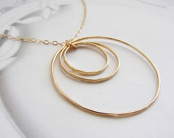 Concentric Circle Necklace, hand hammered pendant necklace, everyday necklace, simple gold circle necklace