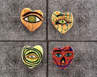 Quatre petit coeur en forme d'aimants pour réfrigérateur par Jenny Mendes