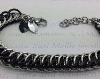 Chain maille bracelet with tiny scales - black and silver