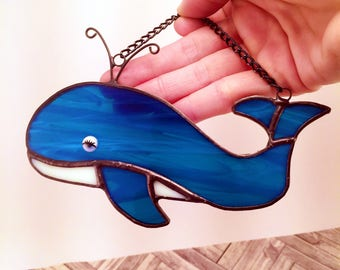 Stained glass whale/blue whale/nature lover gifts/whale art/whale suncatcher/ocean theme gifts/ocean gifts
