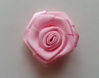 fleur de satin  bouton de rose rose 4cm