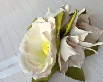 White bridal bracelet White floral bracelet Bridal Floral bracelet Flower accessory White flower corsage White flower bracelet Wrist corsage