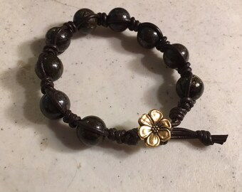 Brown Bracelet - Macrame Jewelry - Bronzite Gemstones - Leather - Fashion - Trendy - Beaded - Golf Flower Button