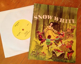 vintage 1970 Snow White story book and 33 record set
