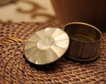 Beautiful little vintage pill box mother of Pearl from the 40s.